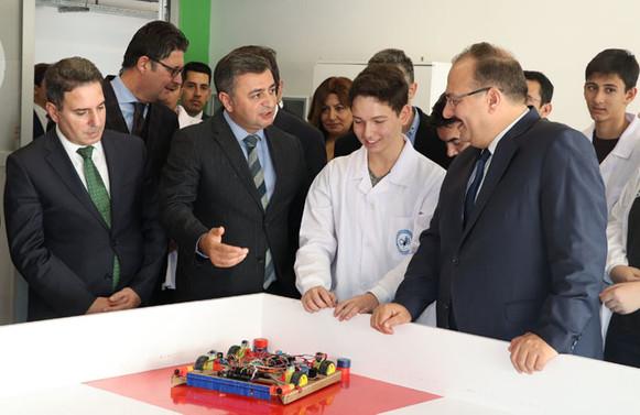 Okullarda eğitimi verilen alanlar sektörle birlikte dizayn edilecek