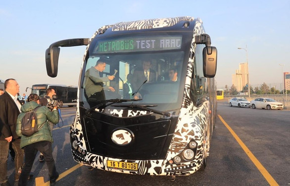 İmamoğlu yeni nesil yerli metrobüsleri test etti