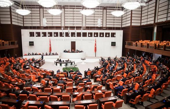 AK Parti'nin Meclisteki koltuk sayısı 290'a düştü