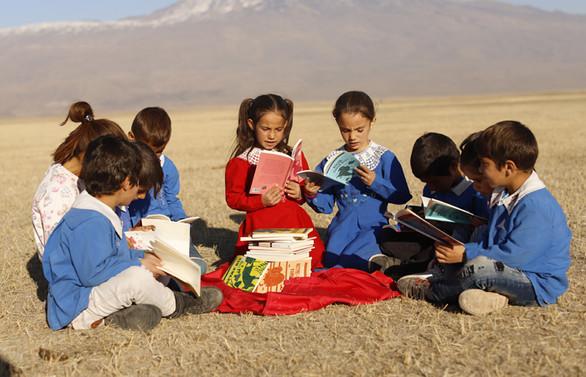 Twitter hesapları Türkiye Vodafone Vakfı İle çocuklara kitap olacak