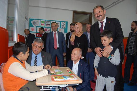 Türk Kızılay Bursa Şubesi'nden eğitime destek