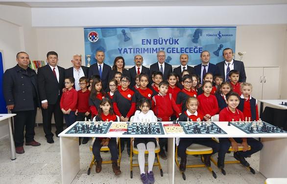 Türkiye İş Bankası'ndan 25 bininci satranç sınıfı