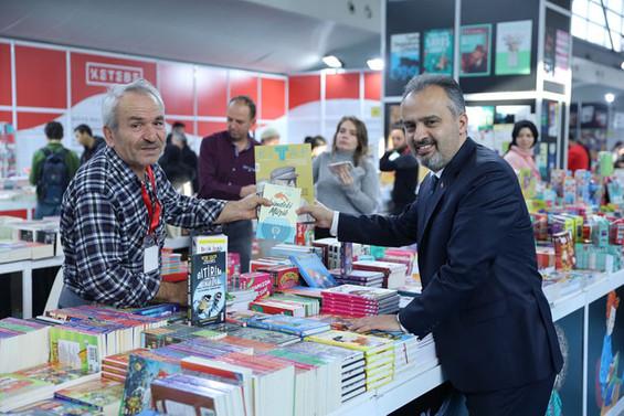 125 yayınevi, 200 yazar Bursa'da okurlarla buluşuyor