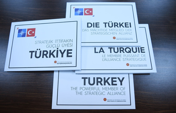 Cumhurbaşkanı Erdoğan'dan liderlere 'Stratejik İttifakın Güçlü Üyesi Türkiye' kitabı