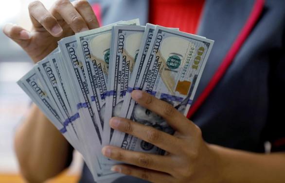 Dolar güne 5,75 liranın altında seryediyor