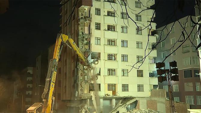 Riskli binaların yıkımına başlandı