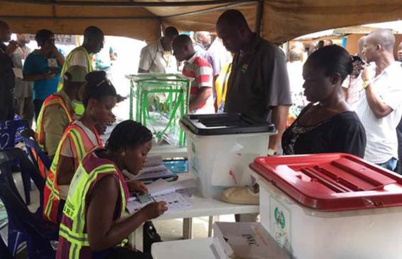 Oy vermeye saatler kala seçim ertelendi