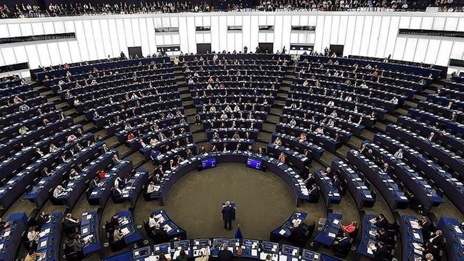 AP'den 16,3 milyar euroluk göçmen fonuna onay
