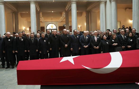 Tarihçi Prof. Dr. Kemal Karpat, son yolculuğuna uğurlanıyor