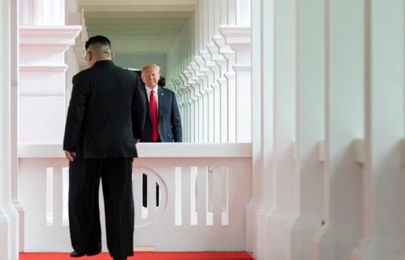 Trump ve Kim bir araya geldi