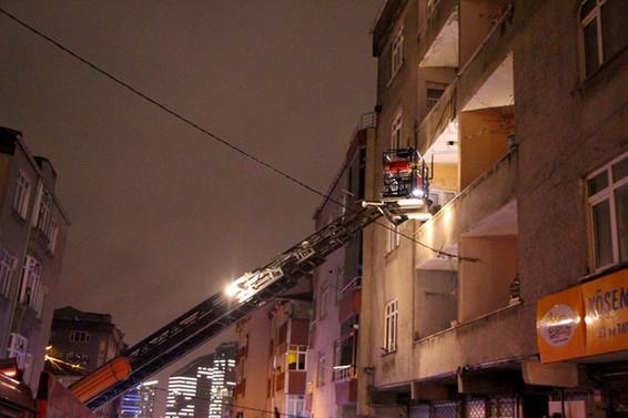 Bağcılar'da elektrik panosu patladı: 21 kişi zehirlendi