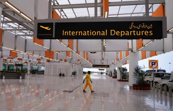Pakistan havalimanları yeniden açılıyor