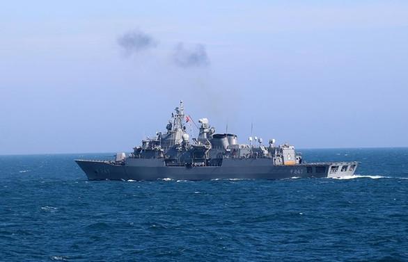 Türk savaş gemileri Ege'de hava savunma atışı yaptı