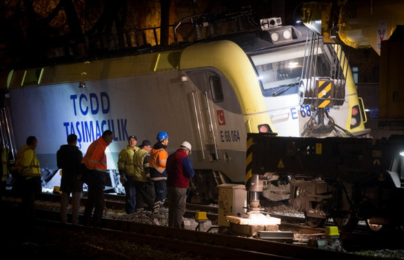 Raydan çıkan tren kaldırıldı, makinistler serbest bırakıldı
