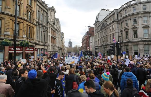 1 milyon Brexit karşıtı sokakta
