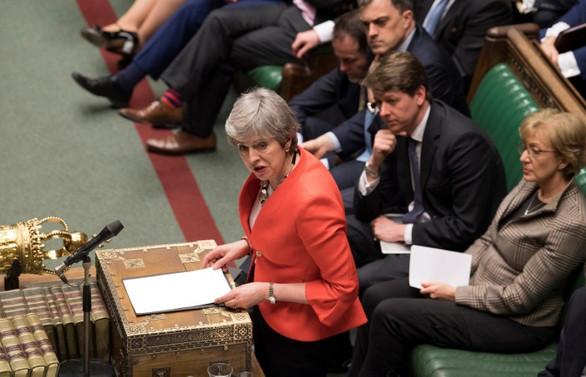 Parlamento hükümetten yetkilerini aldı