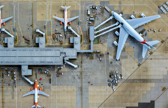 Pakistan hava sahası trafiğe açıldı