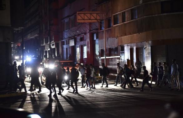 Venezuela'yı felç eden elektrik kesinti sürüyor
