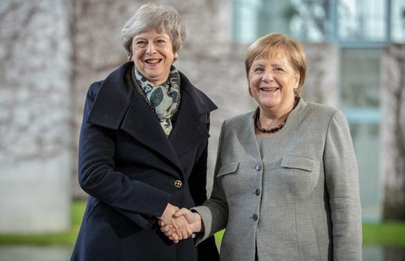 Merkel: Brexit'te uzun bir erteleme olabilir