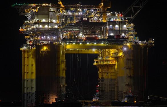 Petrol fiyatları stok verisi ile geriledi, altın yatay