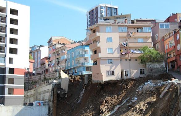 Kağıthane'de 10 bina tahliye edildi