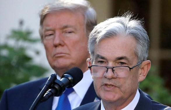 Trump'tan Powell'a: Sana takılıp kaldım