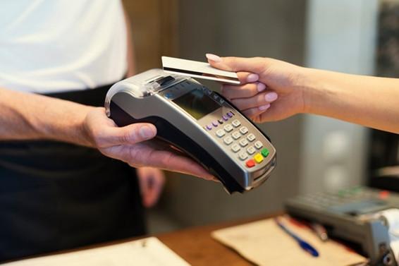 MB kredi kartı faizlerini düşürdü