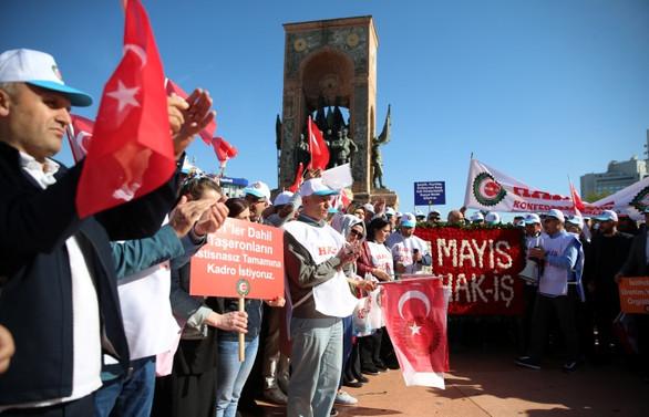 İstanbul'da 1 Mayıs: Cumhuriyet Anıtı'na çelenk bırakıldı