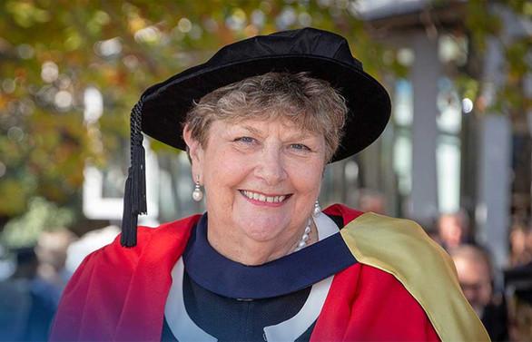 Sunshine Books'un kurucusu Dame Wendy Pye'e 'fahri doktora'
