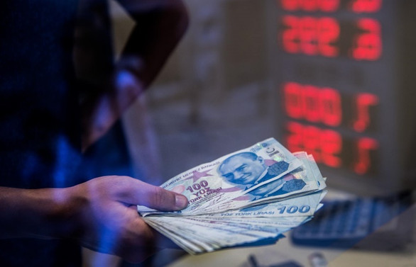 TL sert kayıpların ardından yatay, enflasyon bekleniyor