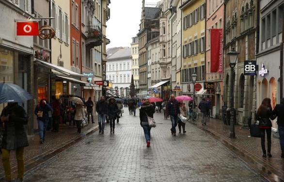 Avrupa'da perakende satışlar hafif arttı