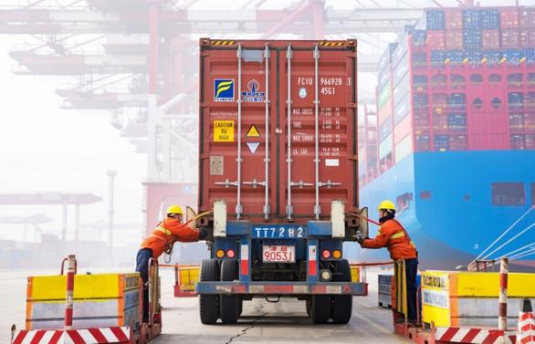 Çin'de ihracat arttı, ithalat sert düştü
