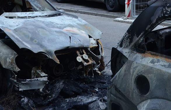Selanik'te Türk diplomatların araçları kundaklandı