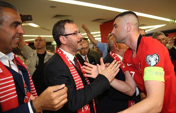 Bakan Kasapoğlu milli takıma destek için İzlanda'ya gidecek
