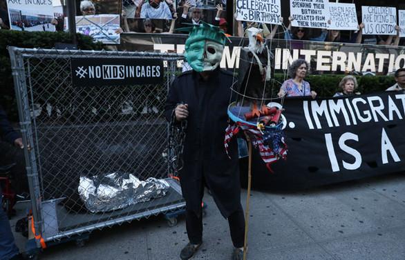 Trump, doğum gününde protesto edildi