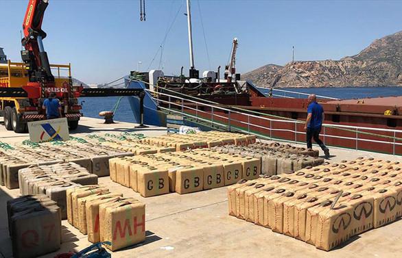Türk polisinin istihbaratı 12 ton uyuşturucu ele geçirilmesini sağladı