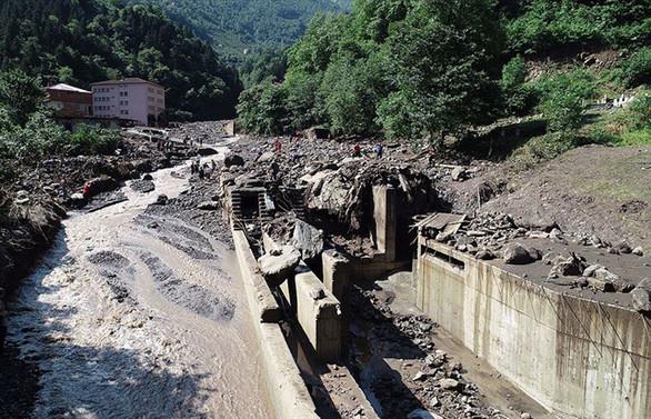 Sel felaketinde hayatını kaybedenlerin sayısı 7'ye yükseldi