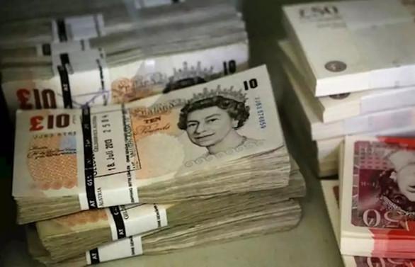 İngiltere'de para politikası değişmedi