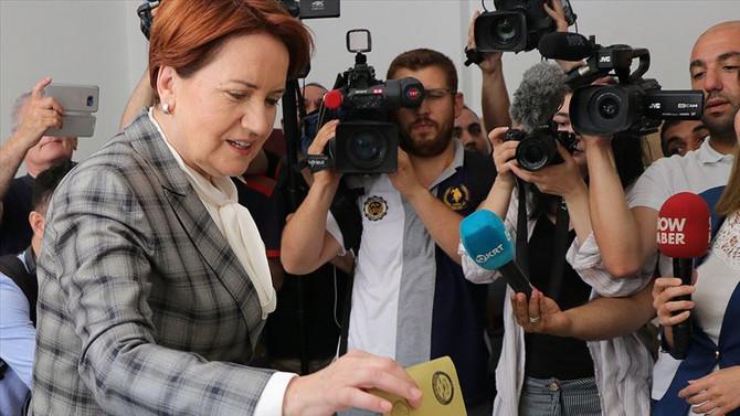Meral Akşener oyunu Üsküdar'da kullandı