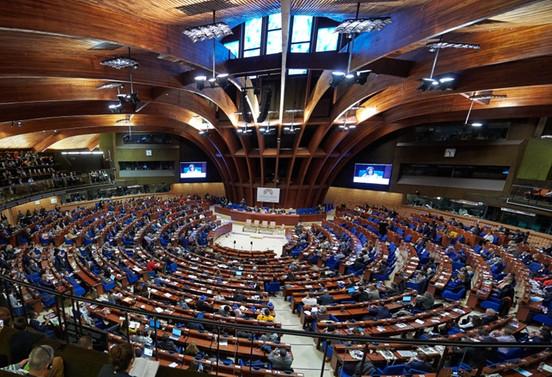Rusya Avrupa Konseyi'ne geri kabul edildi