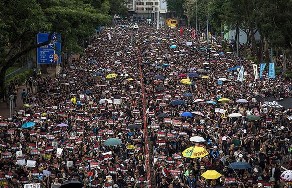 Protestocular Hong Kong'un G20 gündemine alınmasını talep ediyor