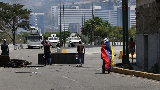 Maduro: Darbe yapmaya kalkışan terörist grubu yakaladık