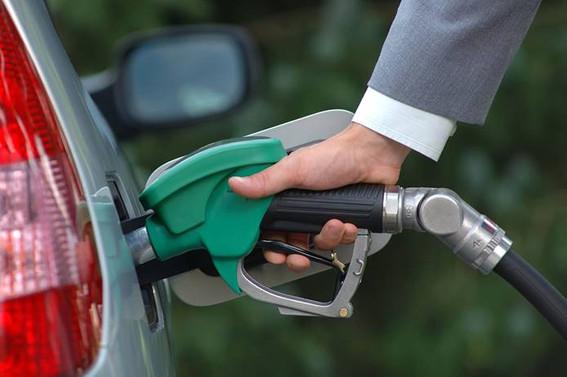 Benzinin litre fiyatı 7 lirayı aştı