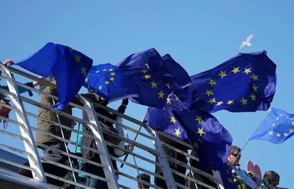 Euro Bölgesi büyüme tahmini düşürüldü