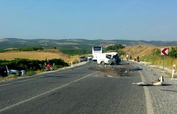 Otobüs ile minibüs çarpıştı: 6 ölü, 20 yaralı