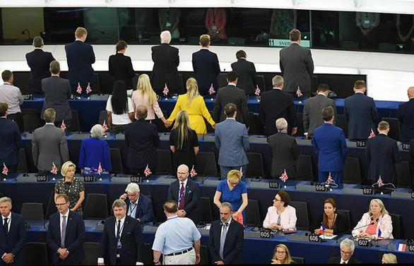 AP'de yeni dönem Brexitçilerin protestosuyla başladı