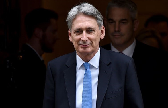 İngiliz Maliye Bakanı canlı yayında istifa planını açıkladı