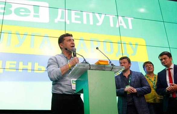 Ukrayna'daki seçimde Zelenskiy'in partisi önde