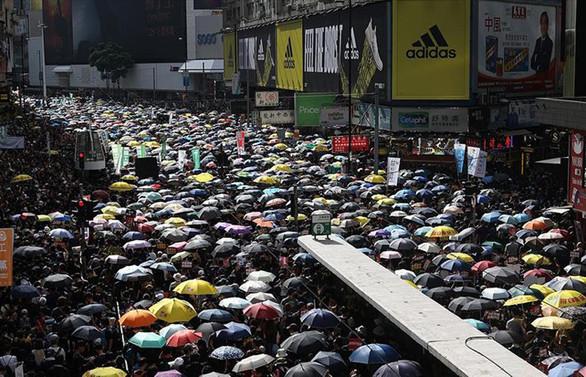 Çin Savunma Bakanlığından 'Hong Kong'a girebiliriz' iması