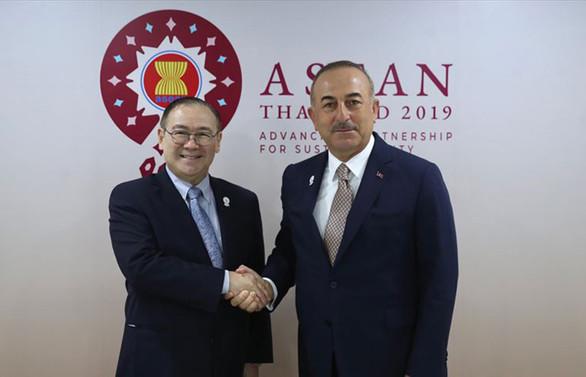 Çavuşoğlu, Filipinli mevkidaşı ile görüştü